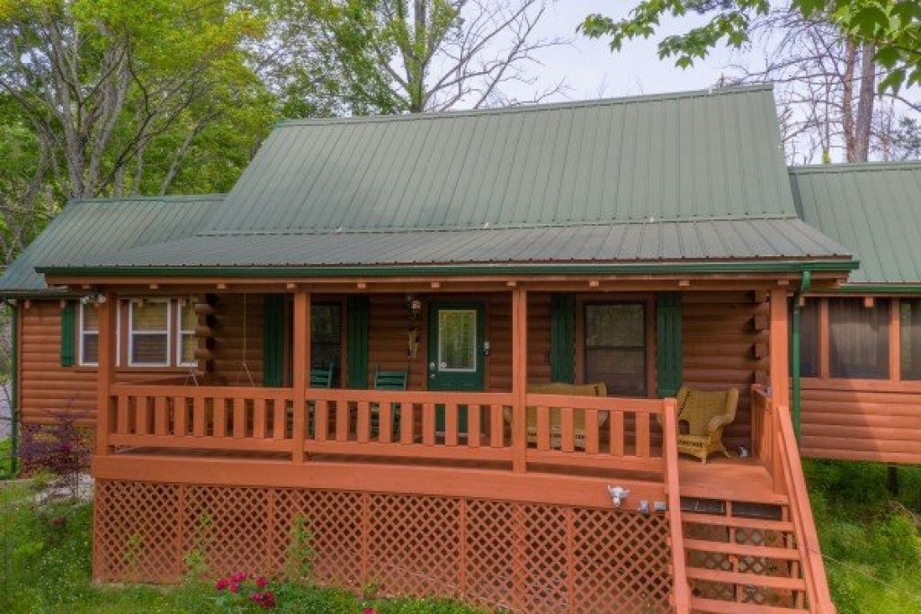 Photo of a Pigeon Forge Cabin named Mountain Breeze - This is the eighteenth photo in the set.