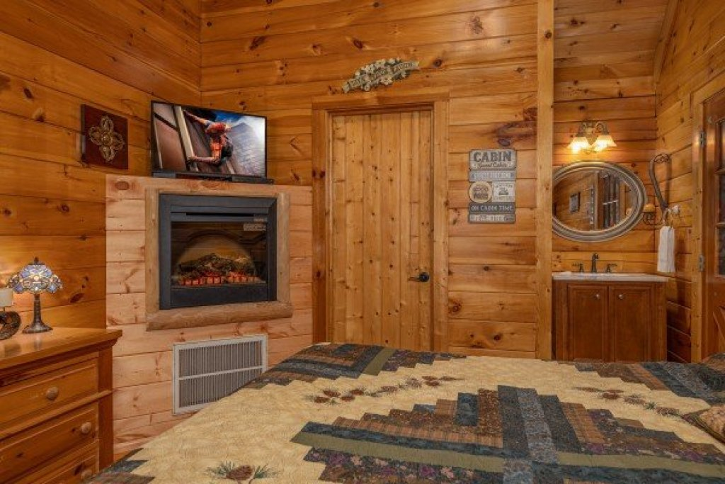 Photo of a Pigeon Forge Cabin named Mountain Breeze - This is the eleventh photo in the set.