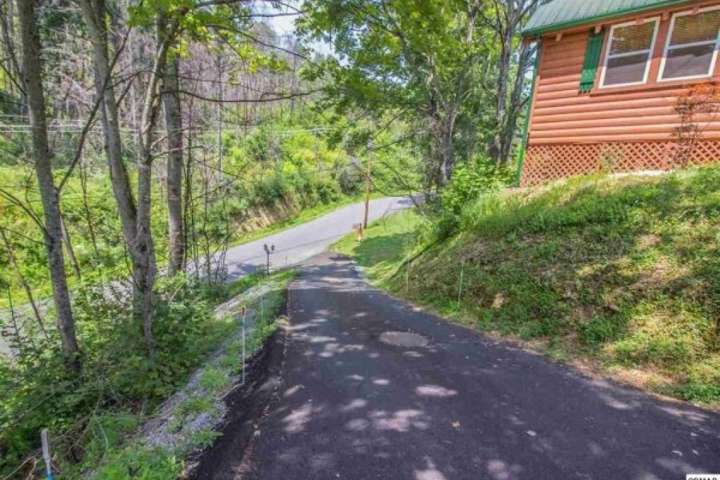 Photo of a Pigeon Forge Cabin named Mountain Breeze - This is the sixteenth photo in the set.