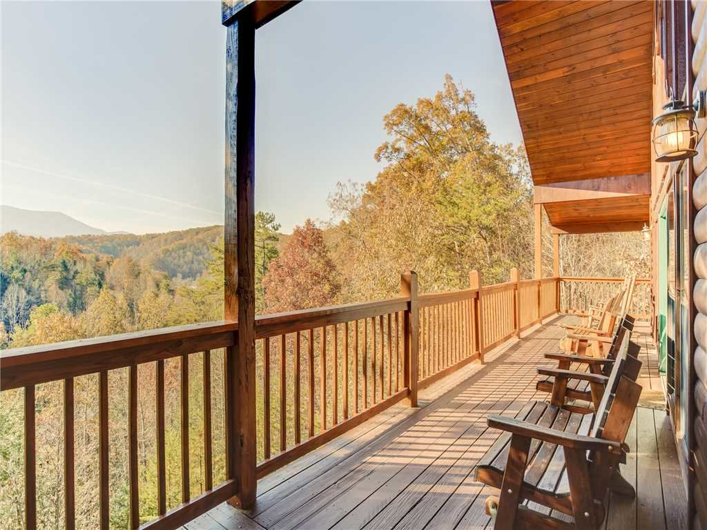 Photo of a Sevierville Cabin named Bear Hunter - This is the first photo in the set.