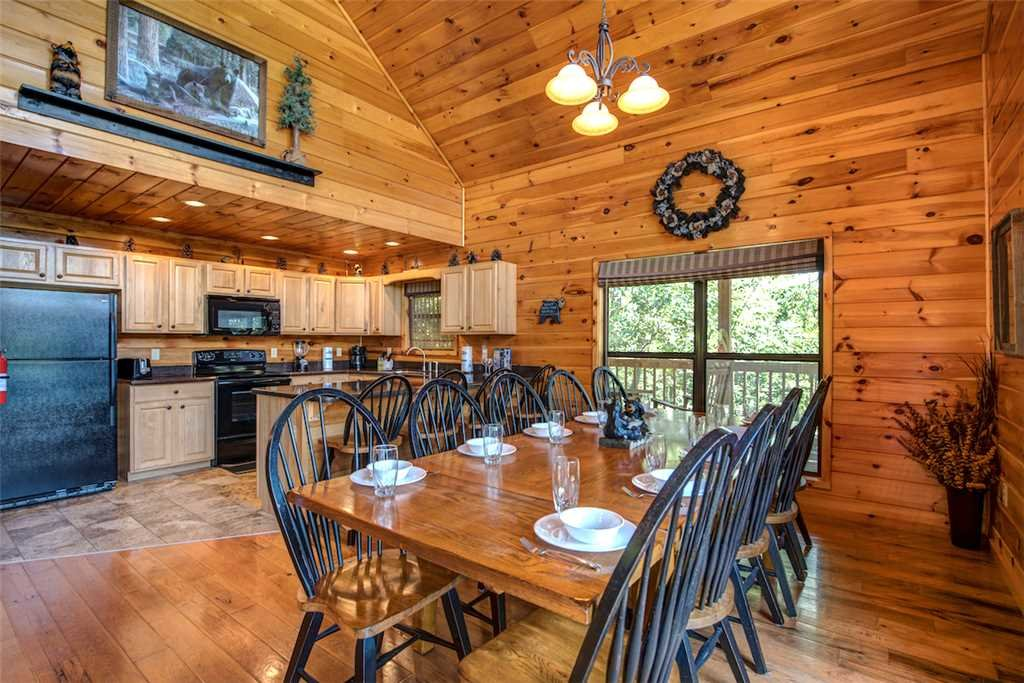Photo of a Sevierville Cabin named Bear Hunter - This is the seventh photo in the set.