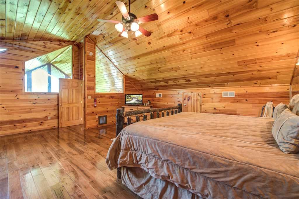Photo of a Sevierville Cabin named Bear Hunter - This is the nineteenth photo in the set.