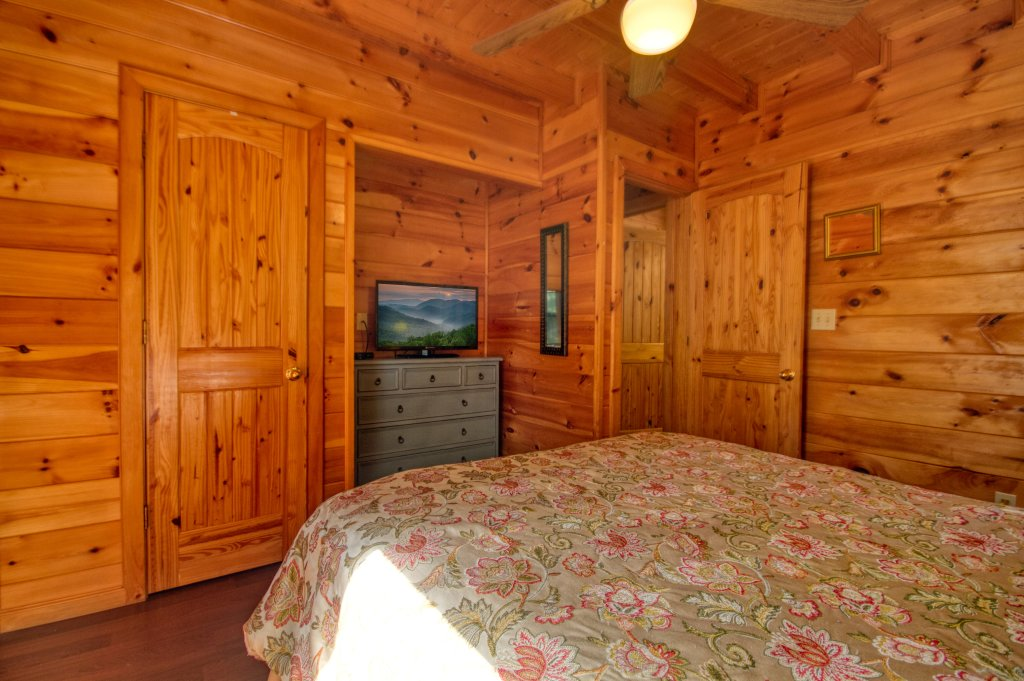 Photo of a Pigeon Forge Cabin named Dare To Bear #238 - This is the fifteenth photo in the set.