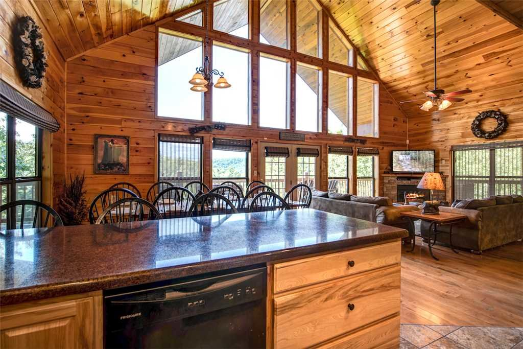 Photo of a Sevierville Cabin named Bear Hunter - This is the tenth photo in the set.