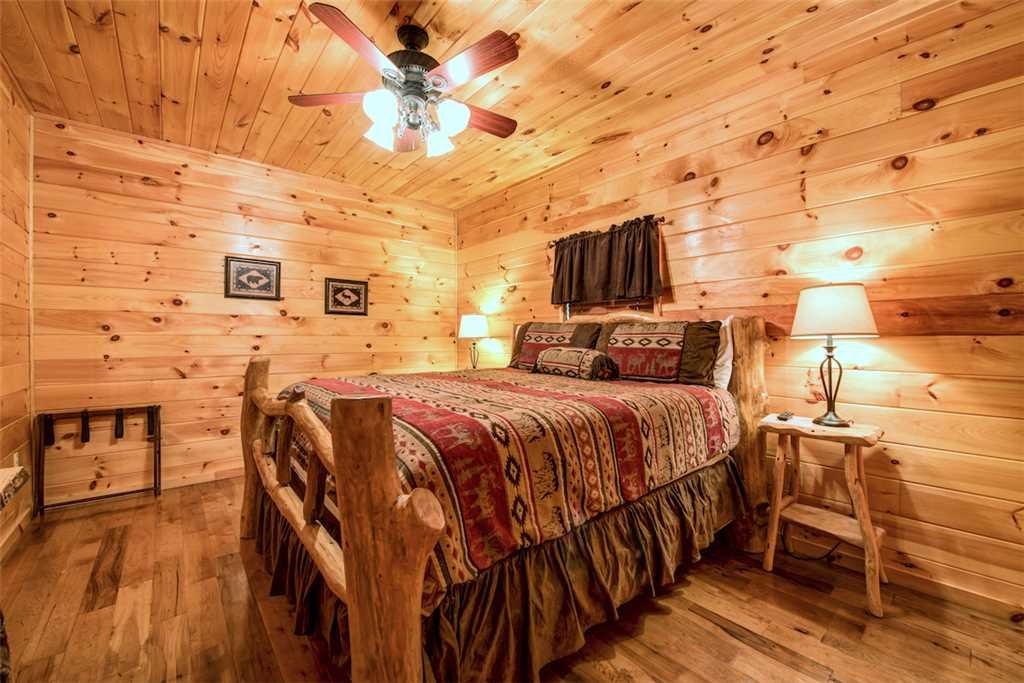 Photo of a Sevierville Cabin named Bear Hunter - This is the twenty-sixth photo in the set.