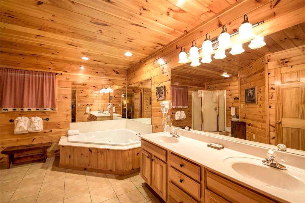 Photo of a Sevierville Cabin named Bear Hunter - This is the twenty-fourth photo in the set.