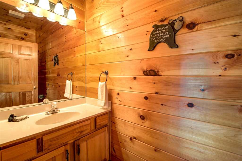 Photo of a Sevierville Cabin named Bear Hunter - This is the seventeenth photo in the set.