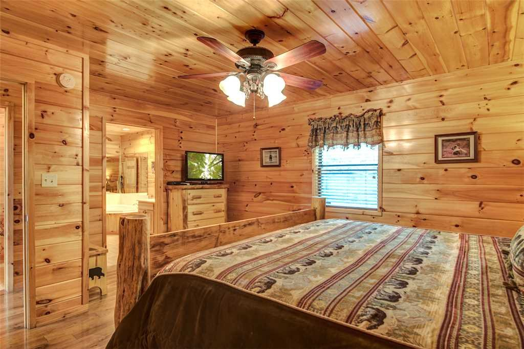 Photo of a Sevierville Cabin named Bear Hunter - This is the twenty-third photo in the set.