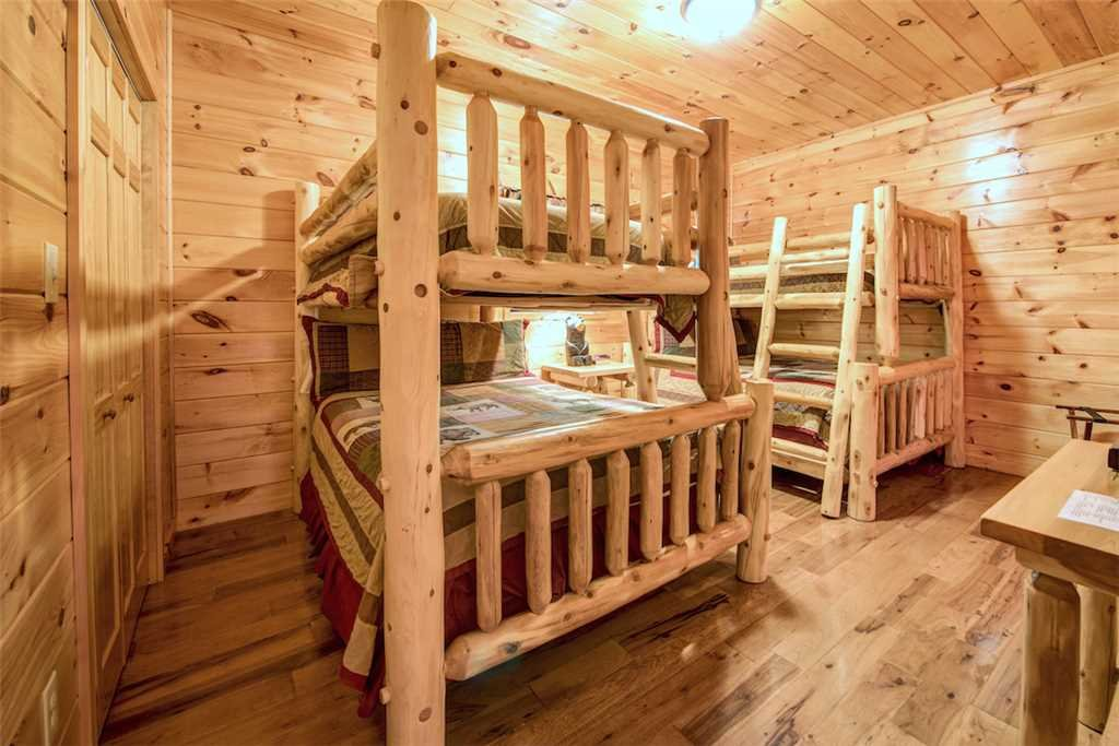 Photo of a Gatlinburg Cabin named Bear Hunter - This is the twenty-ninth photo in the set.