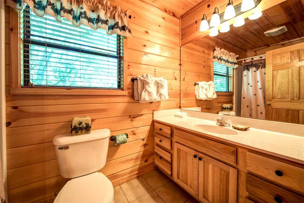 Photo of a Sevierville Cabin named Bear Hunter - This is the twenty-eighth photo in the set.