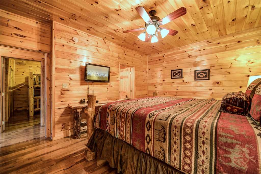 Photo of a Sevierville Cabin named Bear Hunter - This is the twenty-seventh photo in the set.