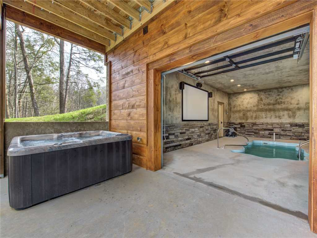 Photo of a Gatlinburg Cabin named Poolin Around - This is the twenty-first photo in the set.