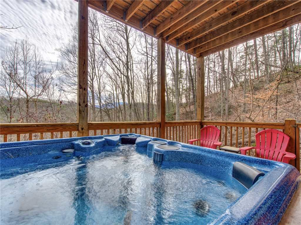 Photo of a Pigeon Forge Cabin named Splashing Sunrise - This is the second photo in the set.