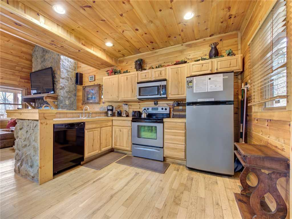 Photo of a Pigeon Forge Cabin named Splashing Sunrise - This is the eighth photo in the set.