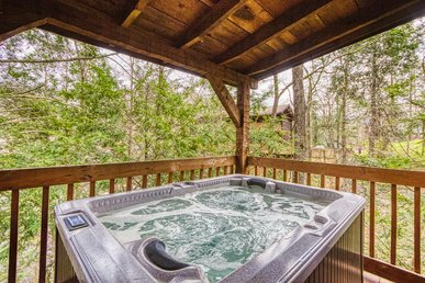 Gatlinburg Romantic Log Cabin, Less Than 1 Mile To Park, Trolley And Downtown