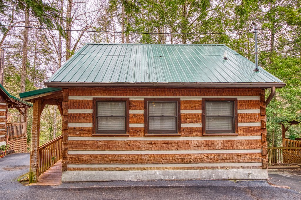 Photo of a Gatlinburg Cabin named Leather And Lace #1615 - This is the third photo in the set.