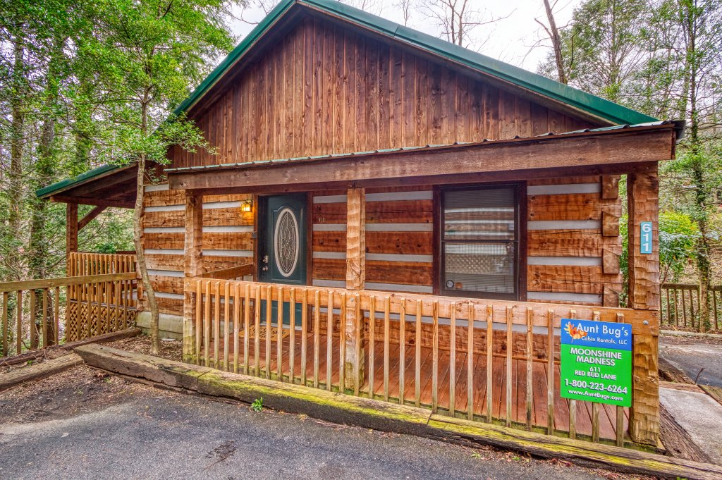 Photo of a Gatlinburg Cabin named Moonshine Madness #1611 - This is the second photo in the set.