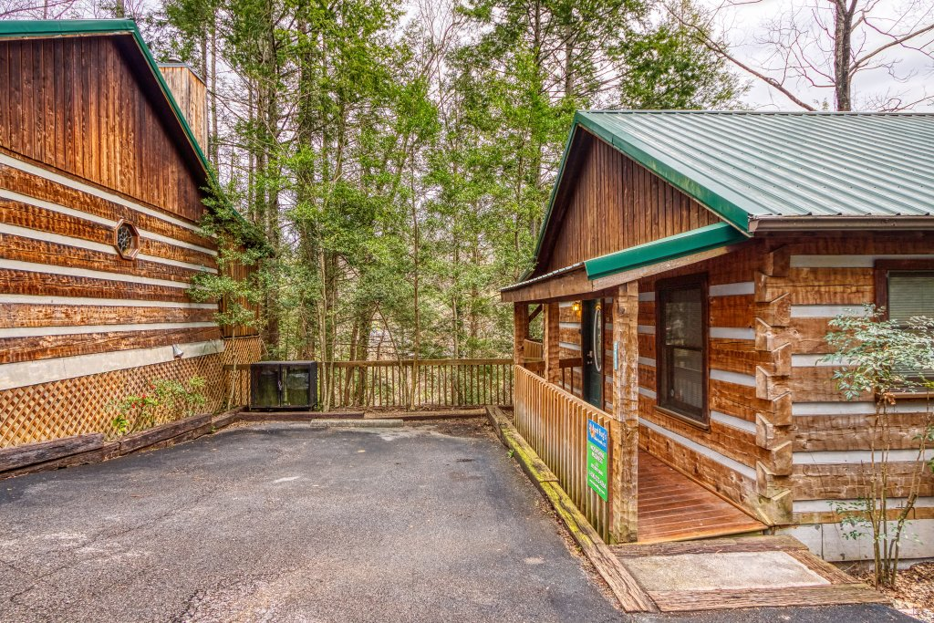 Photo of a Gatlinburg Cabin named Moonshine Madness #1611 - This is the twenty-second photo in the set.