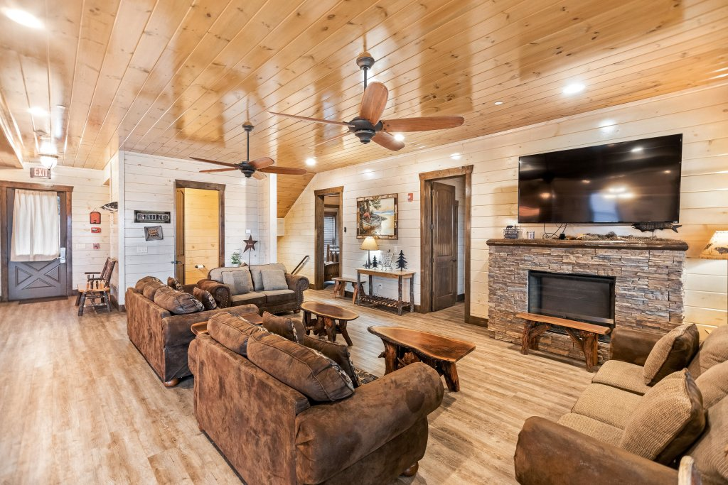 Photo of a Pigeon Forge Cabin named Aqua Dreamin' Retreat - This is the first photo in the set.