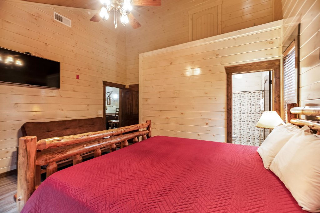 Photo of a Pigeon Forge Cabin named Aqua Dreamin' Retreat - This is the nineteenth photo in the set.