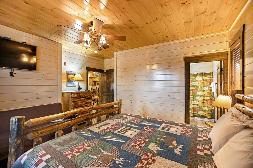 Photo of a Pigeon Forge Cabin named Aqua Dreamin' Retreat - This is the thirty-sixth photo in the set.