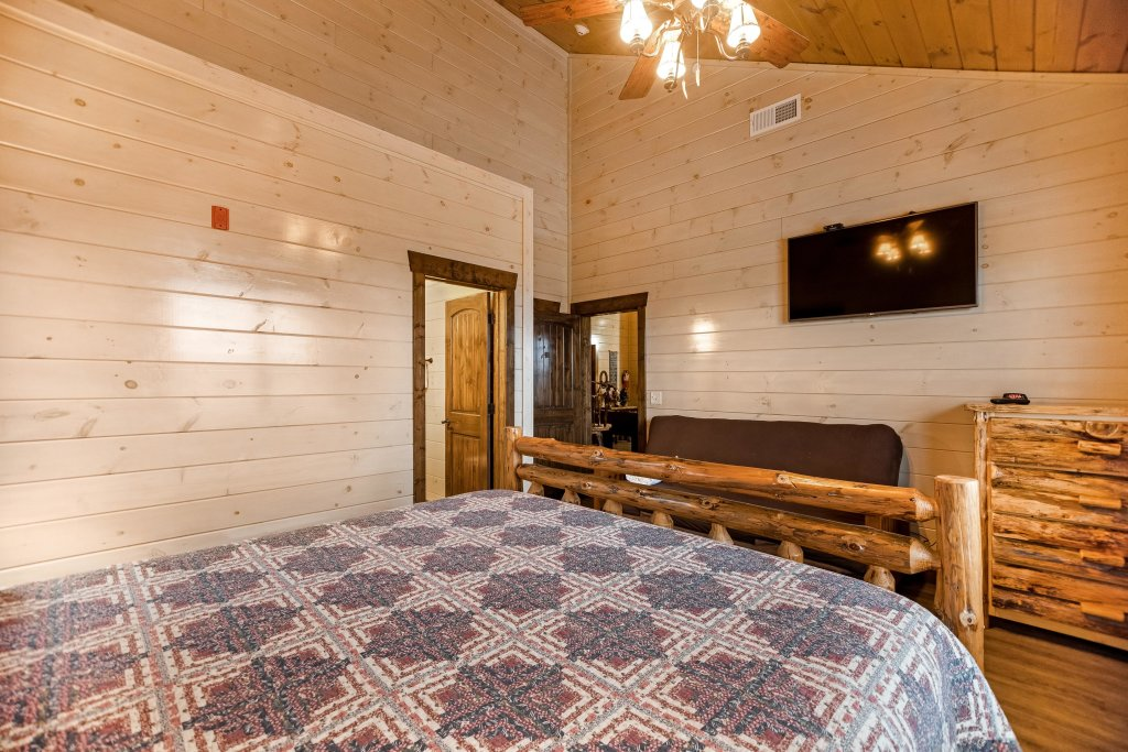 Photo of a Pigeon Forge Cabin named Aqua Dreamin' Retreat - This is the forty-fourth photo in the set.