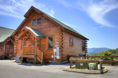 Pigeon Forge Log Cabin: Pool Access, Big Tvs, Arcade Game, & Awesome Views!