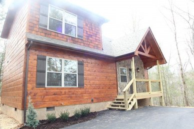 A 2 Bedroom, 2 Bath, Brand New, Luxury Cabin For 8 In A Private Wooded Setting
