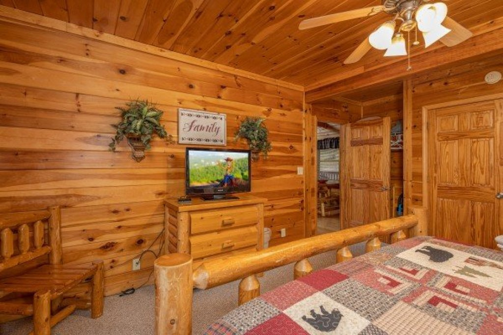 Photo of a Pigeon Forge Cabin named Alpine Tranquility - This is the twelfth photo in the set.