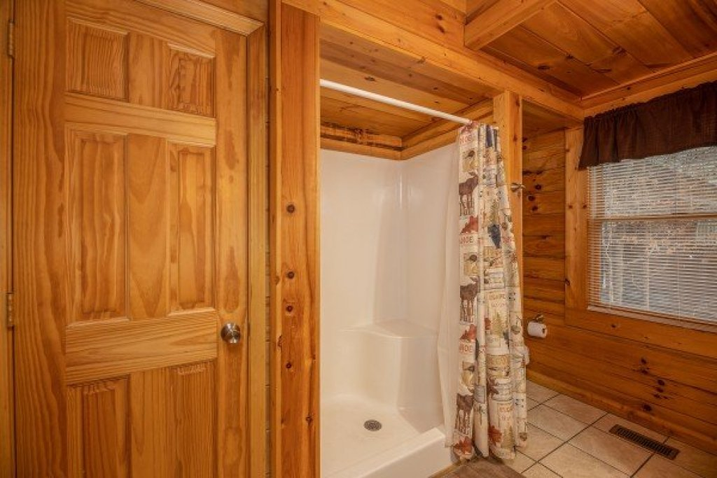 Photo of a Pigeon Forge Cabin named Alpine Tranquility - This is the fourteenth photo in the set.