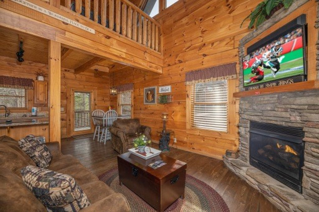 Photo of a Pigeon Forge Cabin named Livin' Simple - This is the fourth photo in the set.