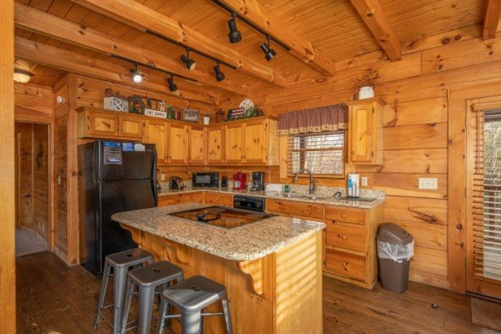 Photo of a Pigeon Forge Cabin named Livin' Simple - This is the sixth photo in the set.