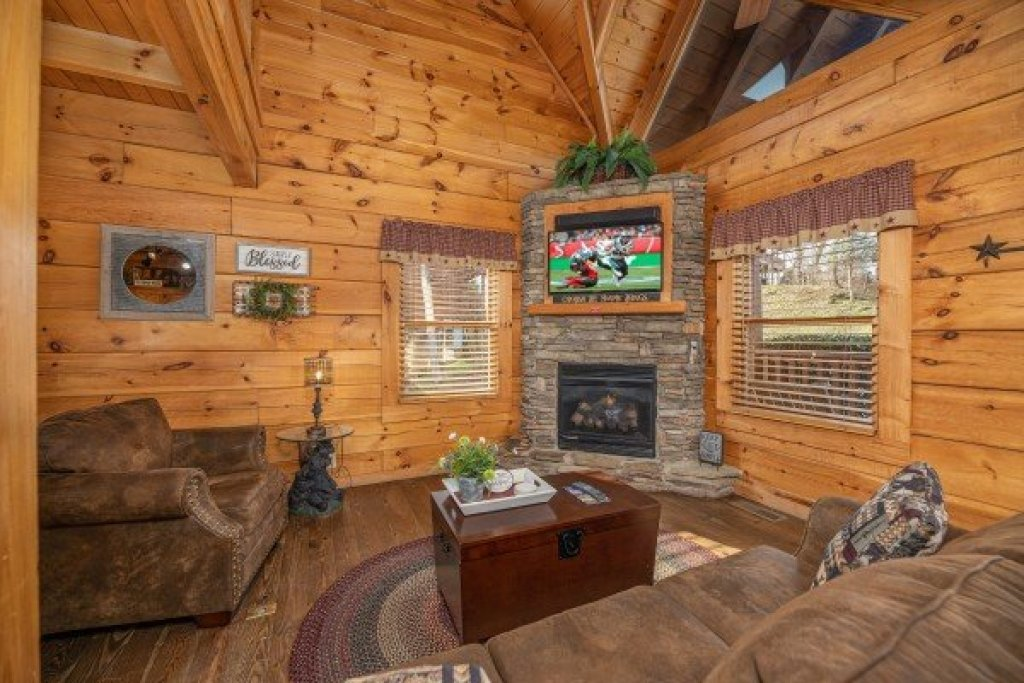 Photo of a Pigeon Forge Cabin named Livin' Simple - This is the third photo in the set.