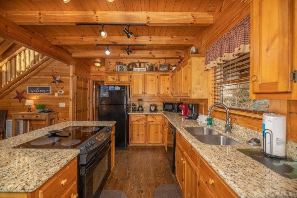 Photo of a Pigeon Forge Cabin named Livin' Simple - This is the fifth photo in the set.