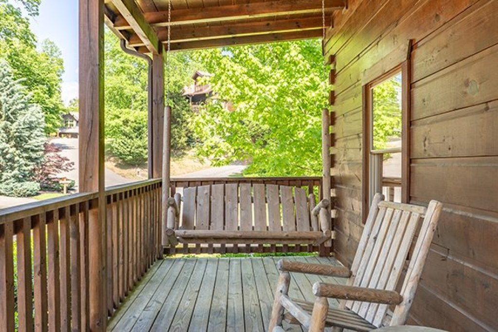 Photo of a Pigeon Forge Cabin named Livin' Simple - This is the ninth photo in the set.