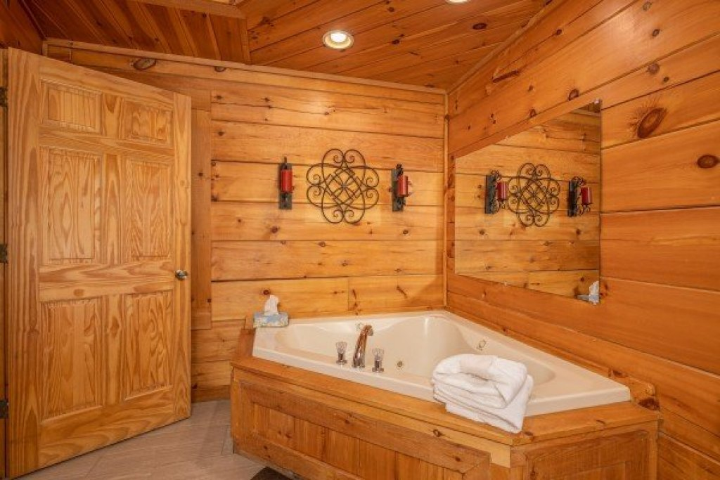 Photo of a Pigeon Forge Cabin named Livin' Simple - This is the twelfth photo in the set.