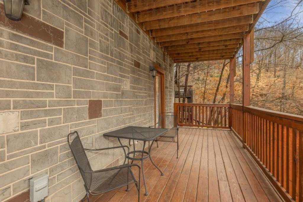 Photo of a Pigeon Forge Cabin named Alpine Tranquility - This is the twenty-sixth photo in the set.