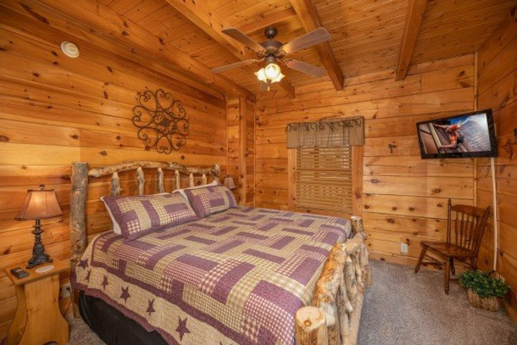 Photo of a Pigeon Forge Cabin named Livin' Simple - This is the tenth photo in the set.