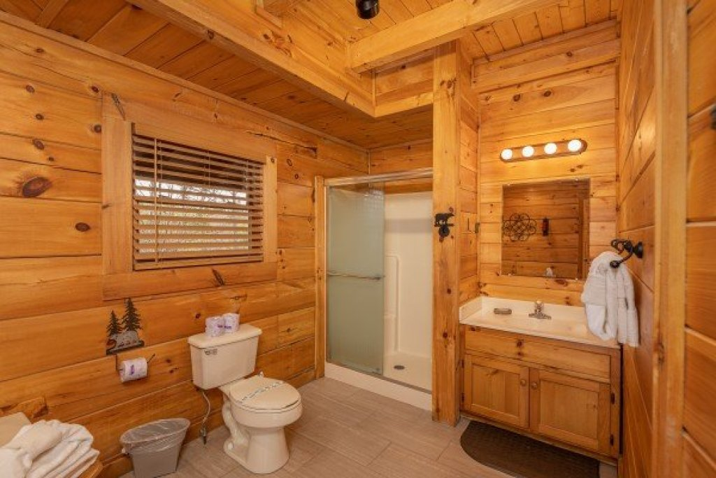 Photo of a Pigeon Forge Cabin named Livin' Simple - This is the eleventh photo in the set.