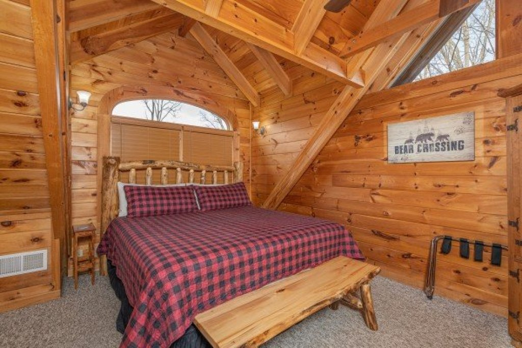 Photo of a Pigeon Forge Cabin named Livin' Simple - This is the seventeenth photo in the set.
