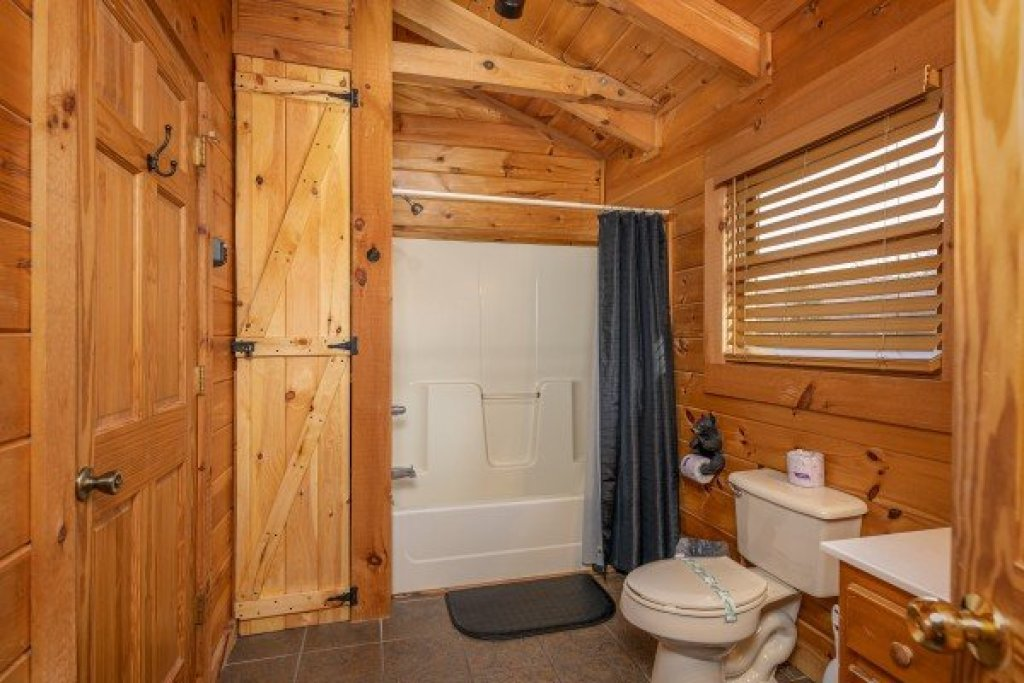 Photo of a Pigeon Forge Cabin named Livin' Simple - This is the nineteenth photo in the set.