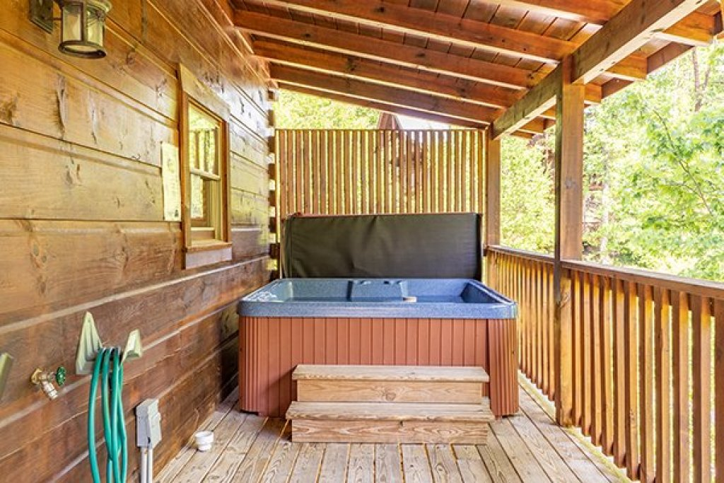 Photo of a Pigeon Forge Cabin named Livin' Simple - This is the twenty-second photo in the set.