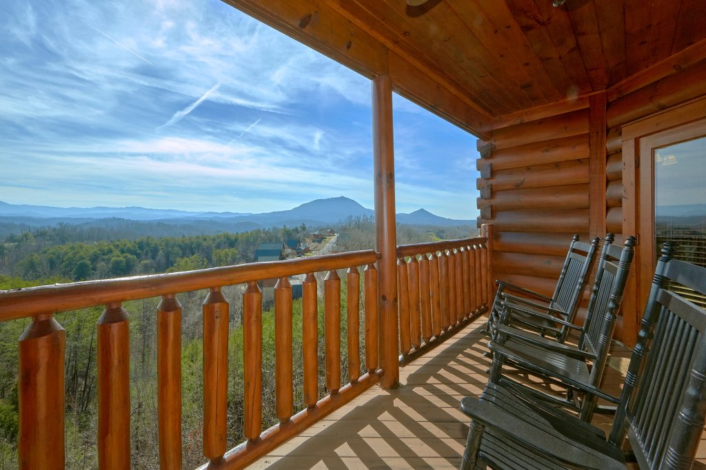 Photo of a Sevierville Cabin named It's All Good - This is the first photo in the set.