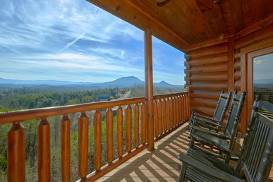 Enjoy Amazing Views From Your Upgraded 2 Bedroom Cabin