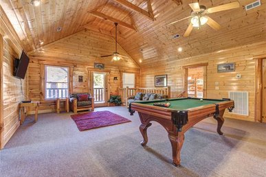 Moonlight Lodge, 8 Bedrooms, Hot Tub, Wi-fi, Pool, Sleeps 40