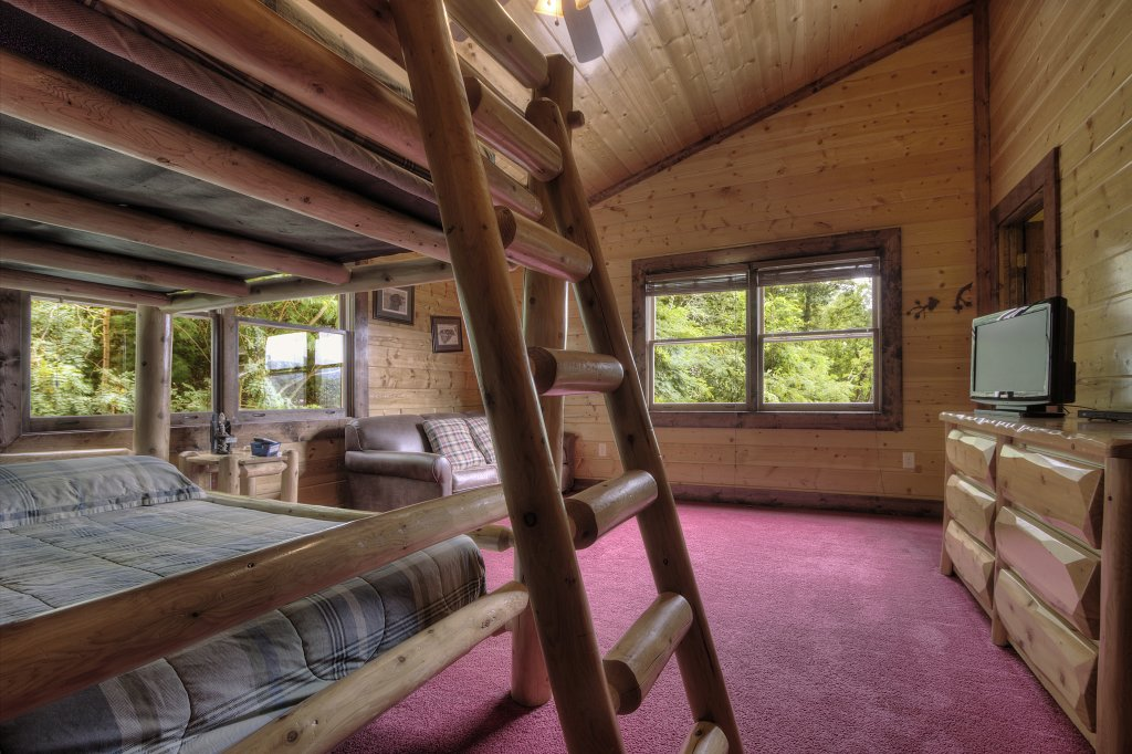 Photo of a Gatlinburg Cabin named Mystical Creek Pool Lodge #600 - This is the seventeenth photo in the set.