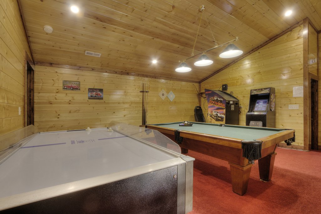 Photo of a Gatlinburg Cabin named Mystical Creek Pool Lodge #600 - This is the twenty-seventh photo in the set.