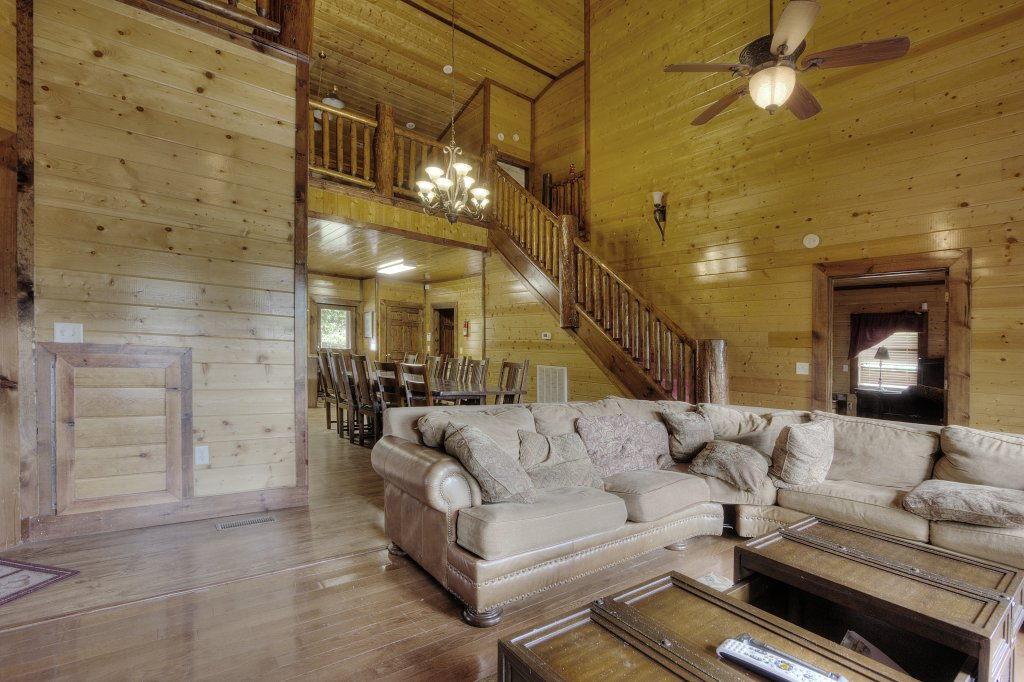 Photo of a Gatlinburg Cabin named Mystical Creek Pool Lodge #600 - This is the thirty-first photo in the set.
