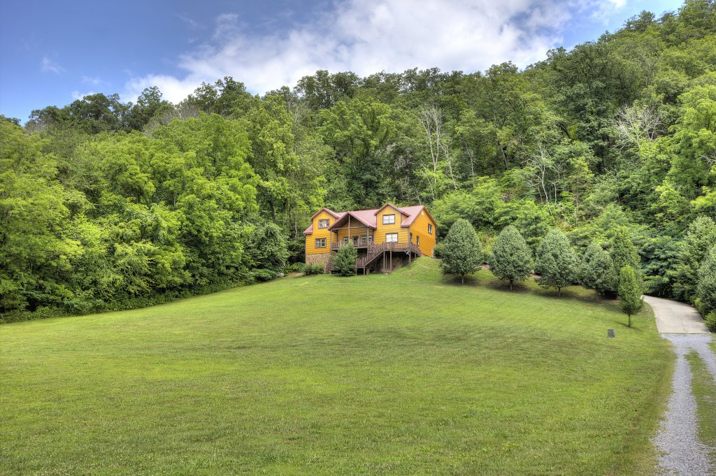 Photo of a Gatlinburg Cabin named Mystical Creek Pool Lodge #600 - This is the thirteenth photo in the set.