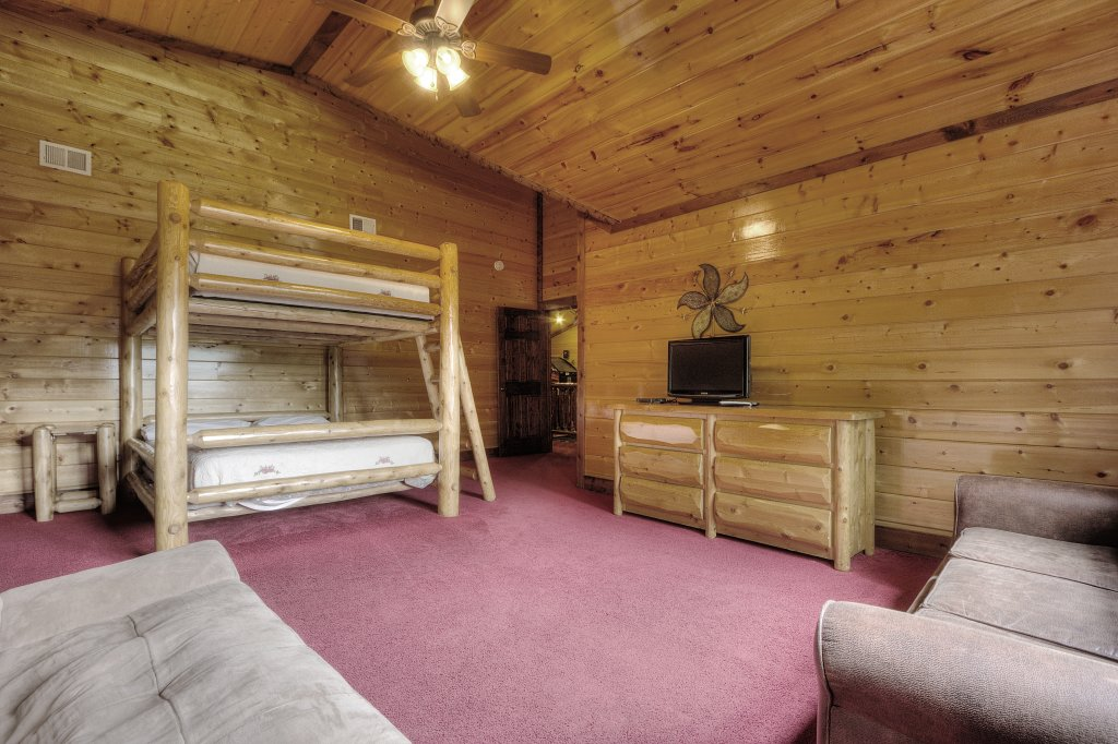 Photo of a Gatlinburg Cabin named Mystical Creek Pool Lodge #600 - This is the nineteenth photo in the set.